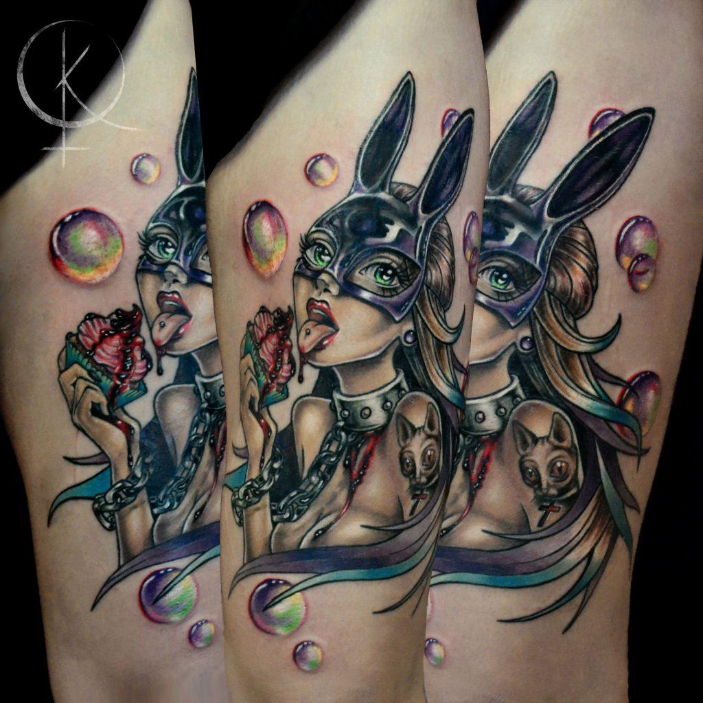 Tattoo девушка в маске зайца с кексом на бедре