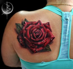 Тату роза на плече цветной реализм