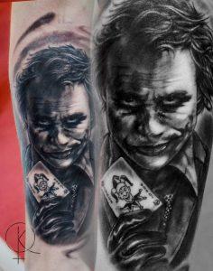Портретное тату Джокер на руке