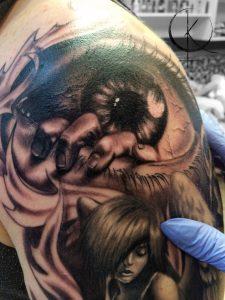 Tattoo глаз на плече в реализме
