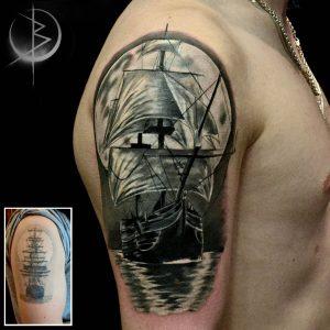 Перекрытие тату корабль на плече