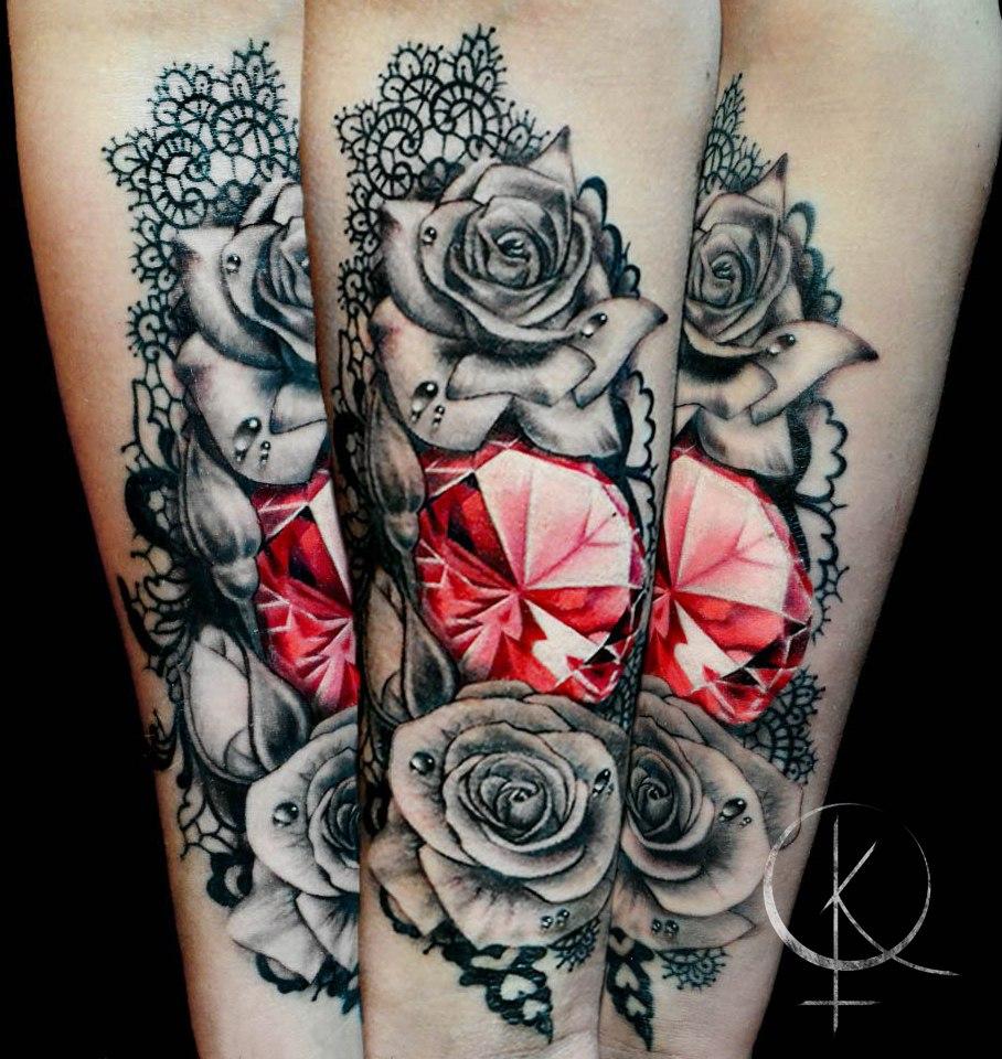Tattoo алмаз с розами и кружевами, женская тату на руке