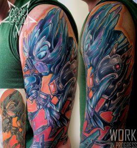 Коррекция старой татуировки на плече, цветной рукав
