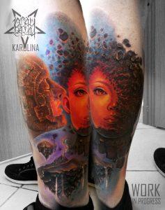 Художественная татуировка на ноге в цвете по мотивам картин Здзислав Бексиньский