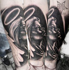 Ангел, черно-серый реализм, тату на руке