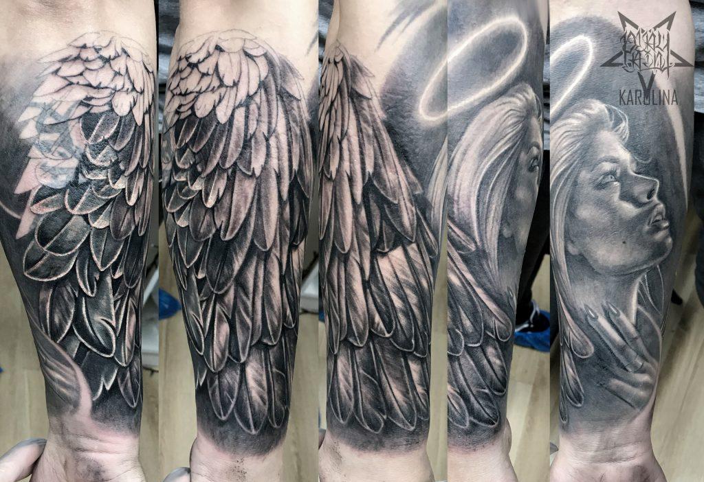 Ангел с крылом, черно серая татуировка на руке