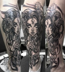 Девушка с рогами и кроликом, татуировка на ноге
