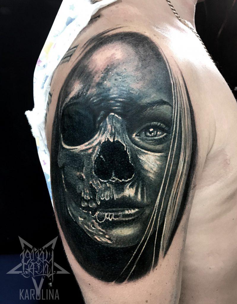 Лицо- череп тату на плече