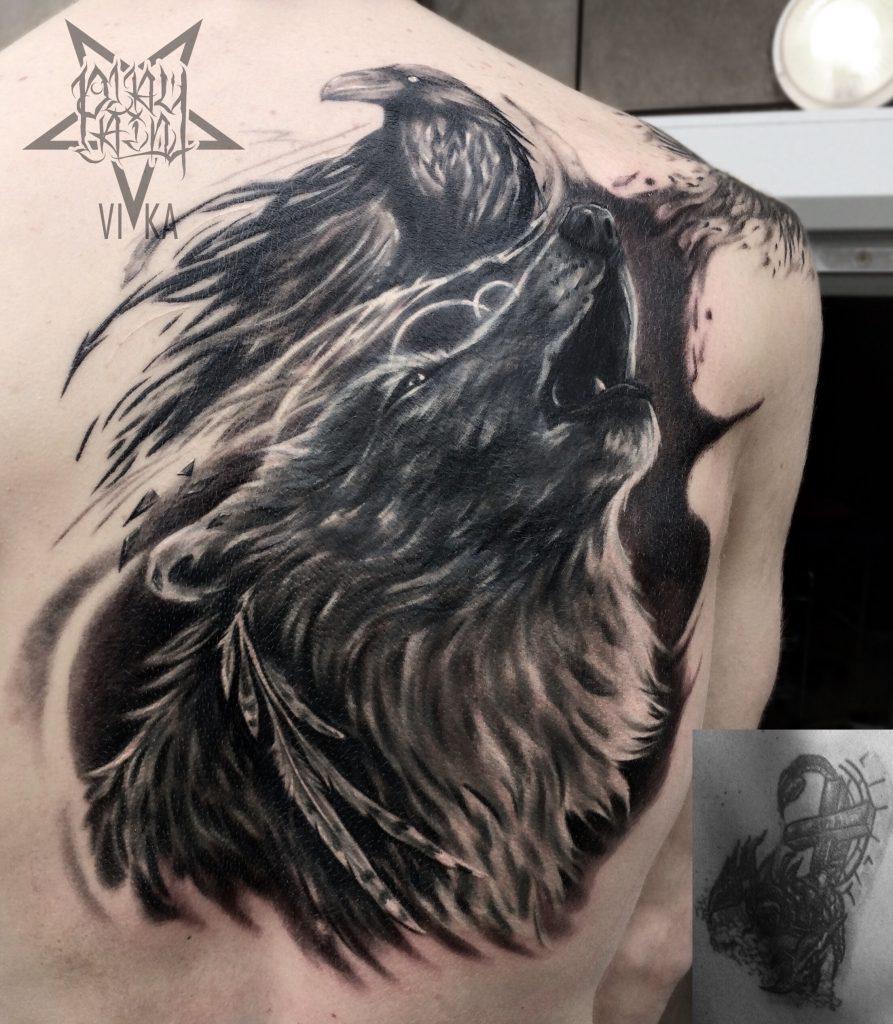 Волк с вороном, перекрытие старой татуировки на спине