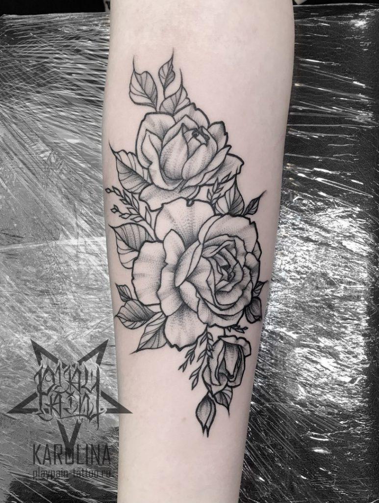 Розы, тату в графике на руке