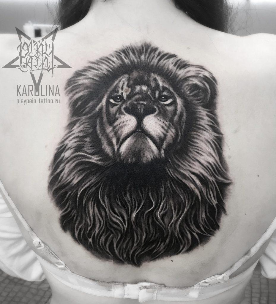 Лев на спине, татуировка в реализме