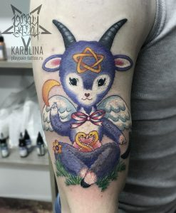 Милый Бафомет, цветная тату на плече