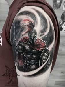 Спартанец, мужская татуировка на плече