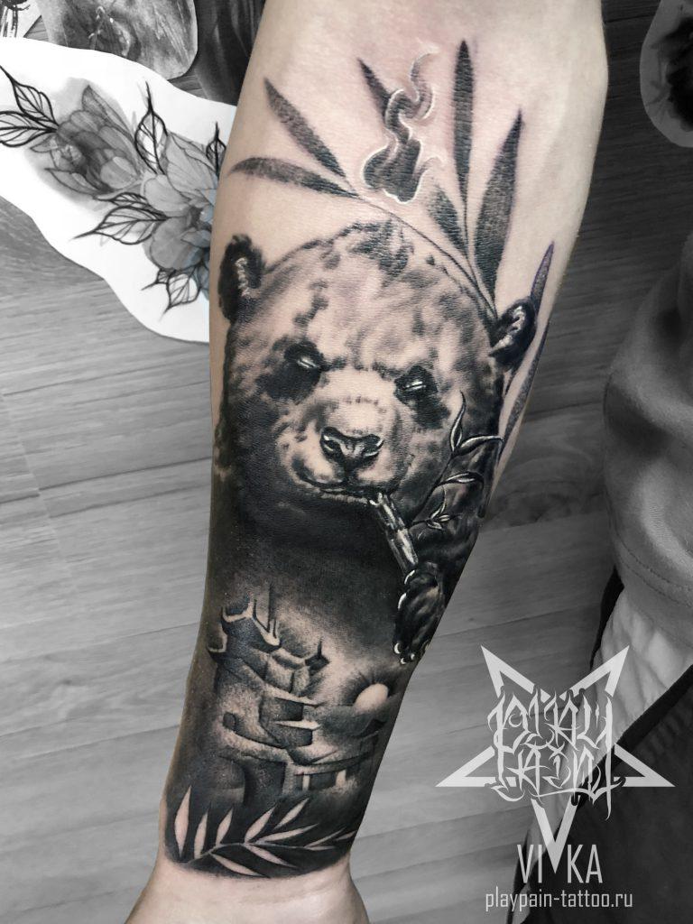 Панда, черно-серая татуировка