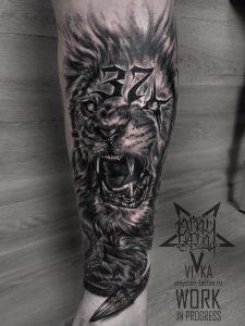Немейский лев, татуировка на ноге