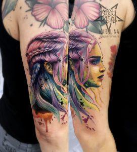 Татуировка на руке с портретом Дейенерис