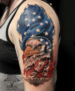 Цветная татуировка, орел на плече