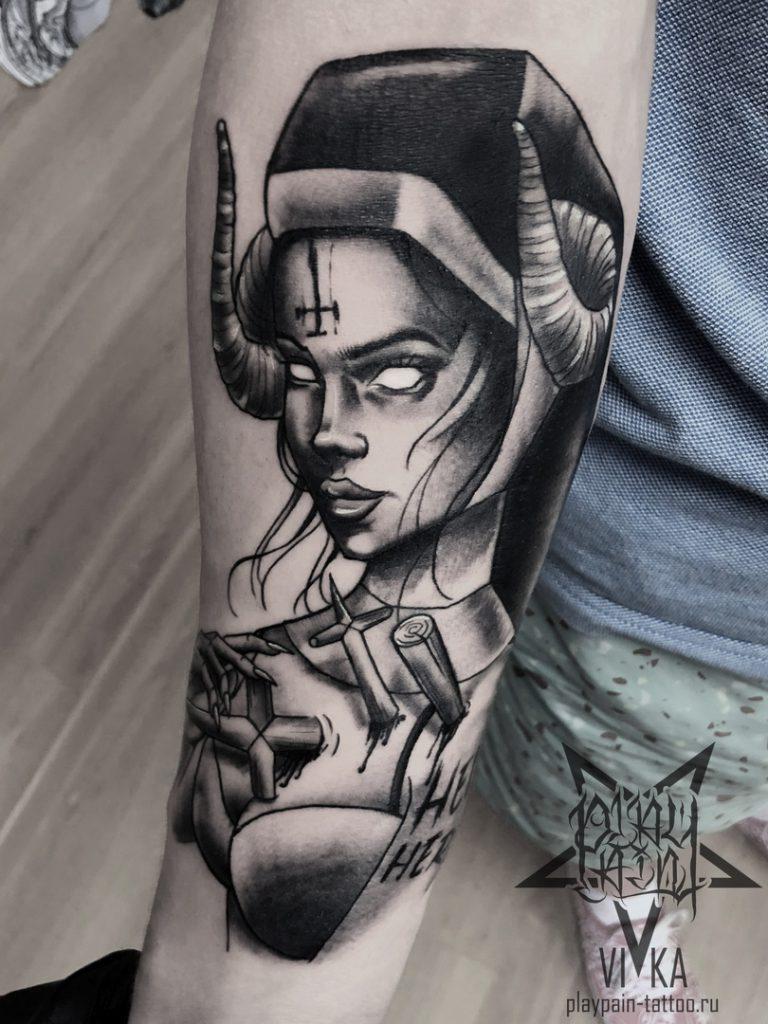 Монашка с рогами. Татуировка на руке