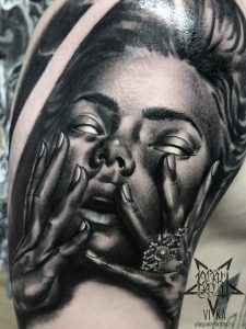 Портретная татуировка на плече