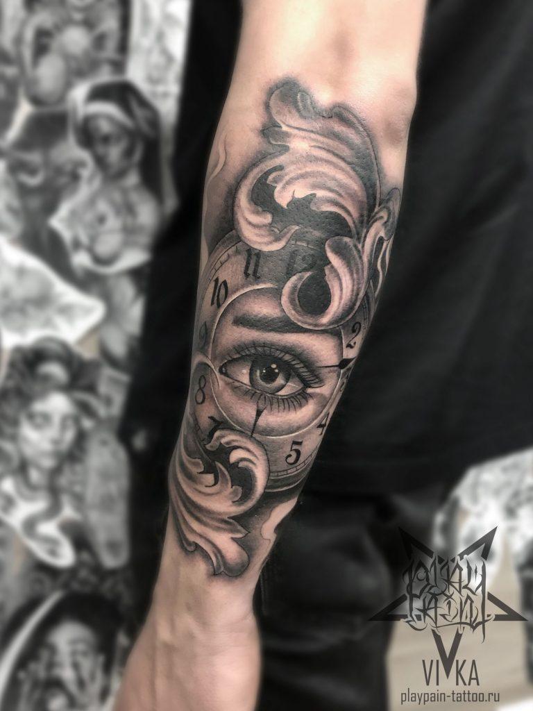 Тату в стиле Чикано, глаз с часами на руке
